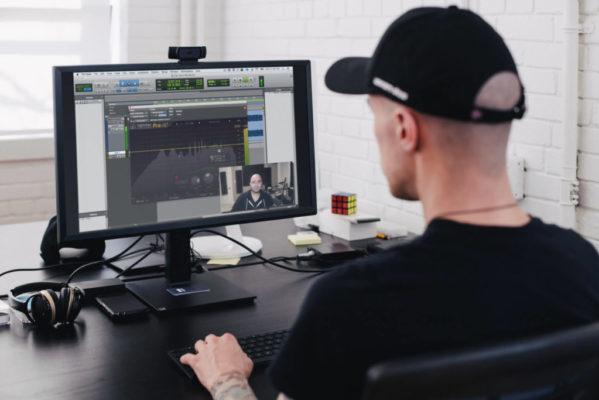Man working on Desktop PC (1)