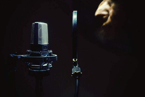 how to mix vocals, mixing vocals, singer, microphone